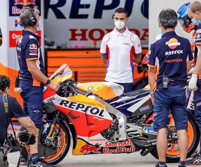 Equipo Repsol honda preparados para un cambio de moto