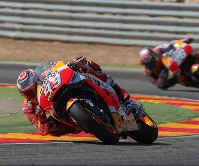 Marc Márquez y Dani Pedrosa trazando la curva del muro de Motorland
