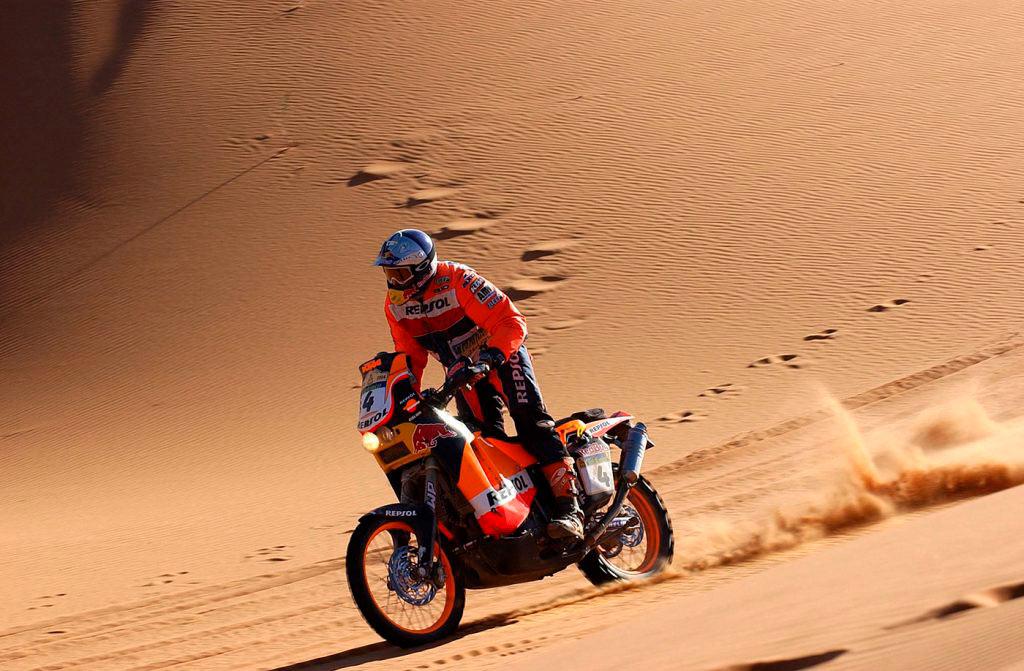 Nani Roma en moto KTM cruzando el desierto