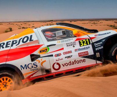 Isidre esteve subiendo dunas en su coche de Rally