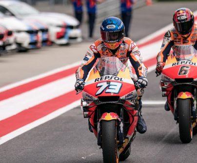 Los pilotos del equipo Repsol Honda en la pista