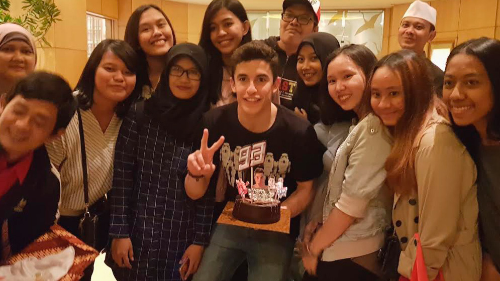 Marc márquez with indonesian fans an cake