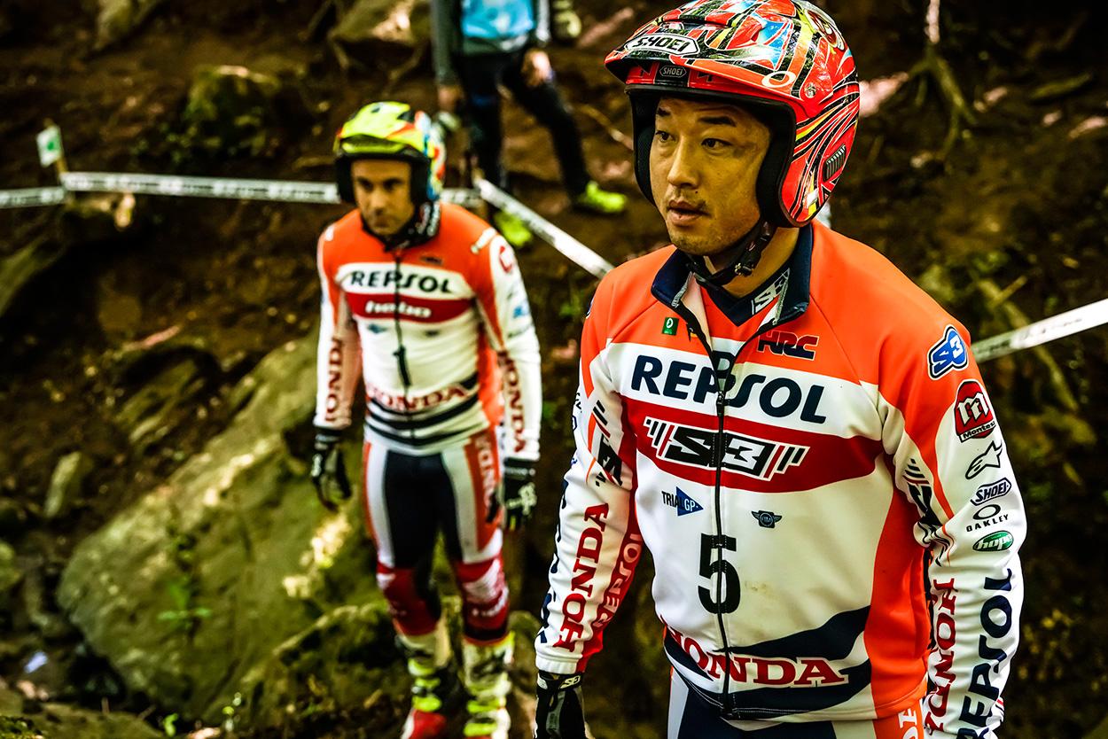 Toni Bou y Takahisa Fujinami oteando el terreno