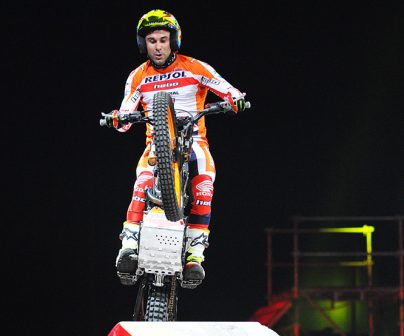 Toni bou jumps obstacle