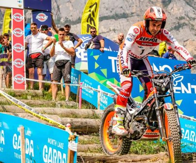 Toni Bou celebrates his 24th title with another victory>