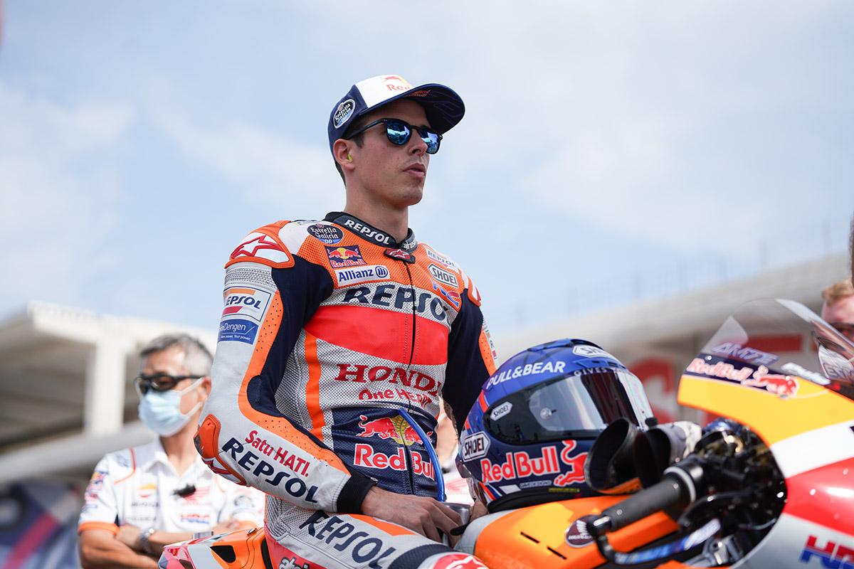 Álex Márquez sin casco, antes de rodar