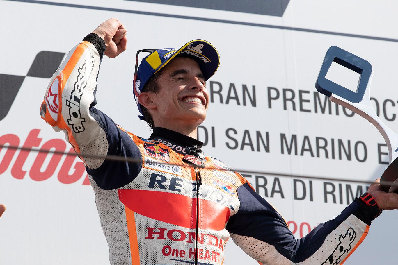 Marc Márquez celebra la ajustada victoria en San Marino 2019