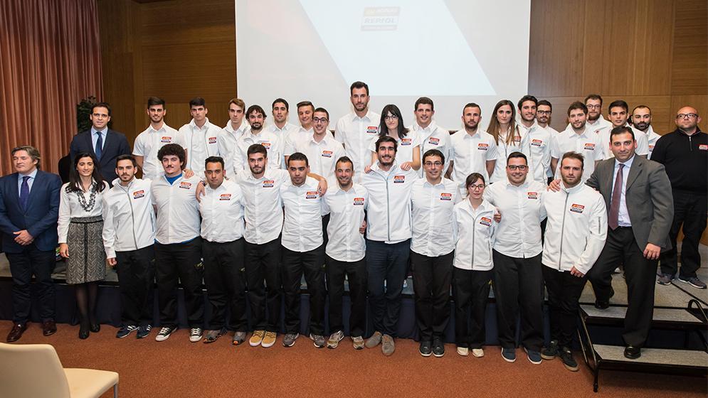 La nueva promoción de ingenieros de motorsport se gradúa en Monlau Repsol