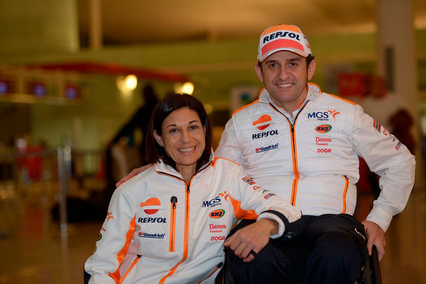 Isidre Esteve con Lidia Guerero, preparadora física y pareja del piloto