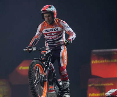 Toni Bou haciendo Trial indoor