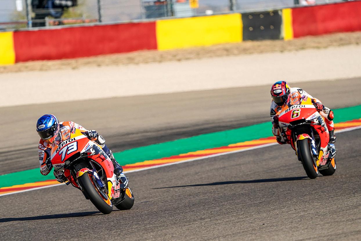 Álex Márquez y Stefan Brald en moto