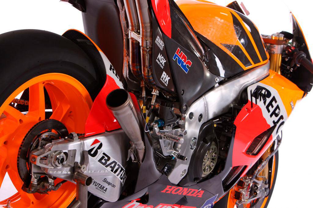 Detalle de la moto rc211v tomada por detrás