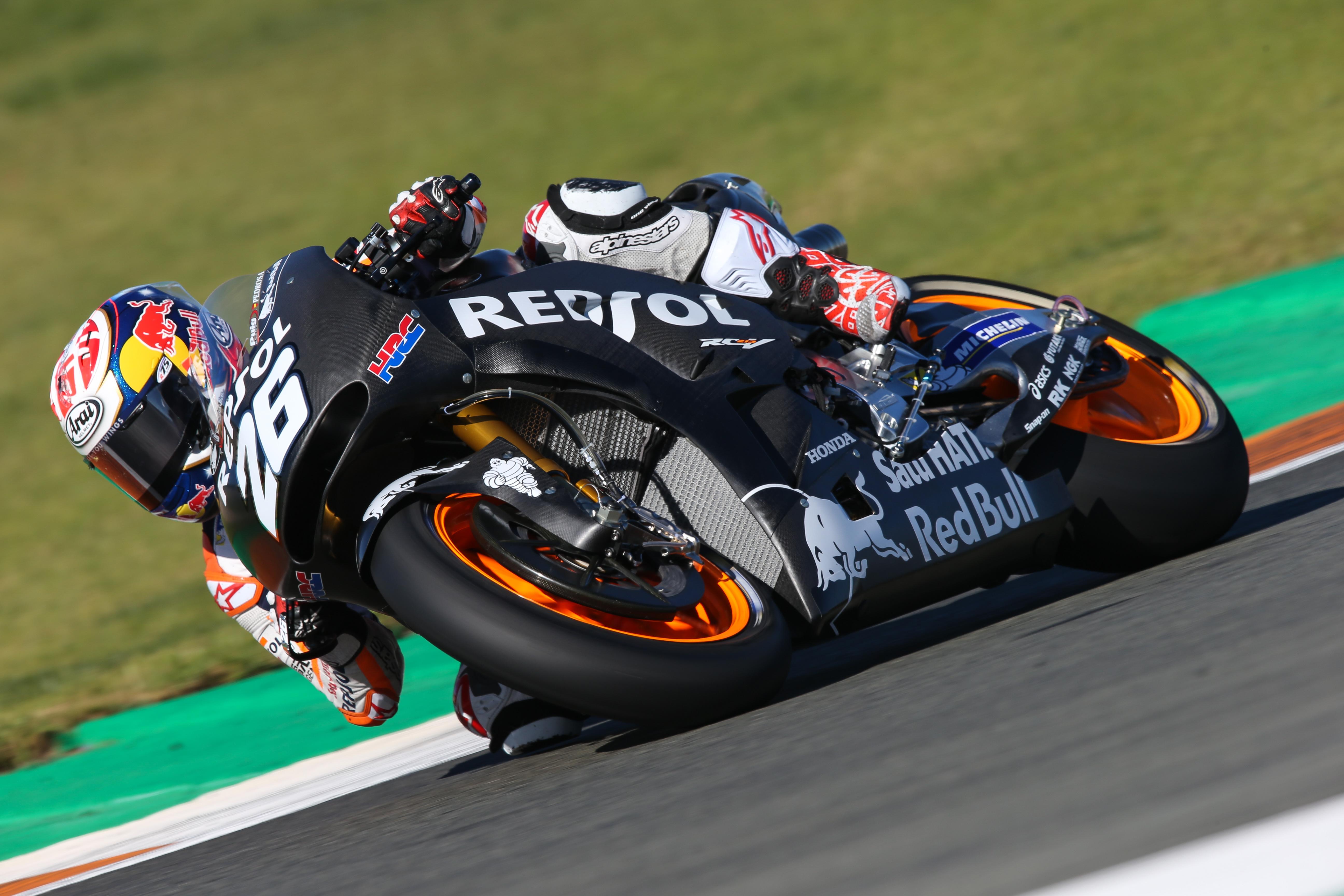 Dani Pedrosa probando moto negra test Valencia 2017