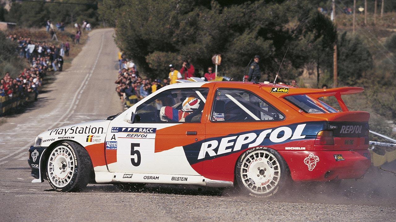 Bruno Thiry 1996 con el Ford Escort RS Cosworth tomando una curva en el rally de Catalunya