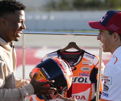 Ansu Fati visits Marc Márquez at his 'office'>