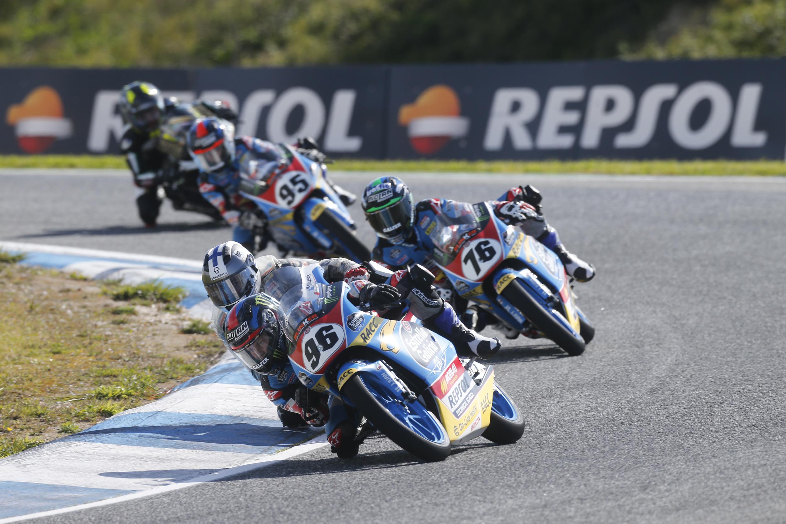 Motoristas de Monlau Repsol en el FIM CEV Repsol