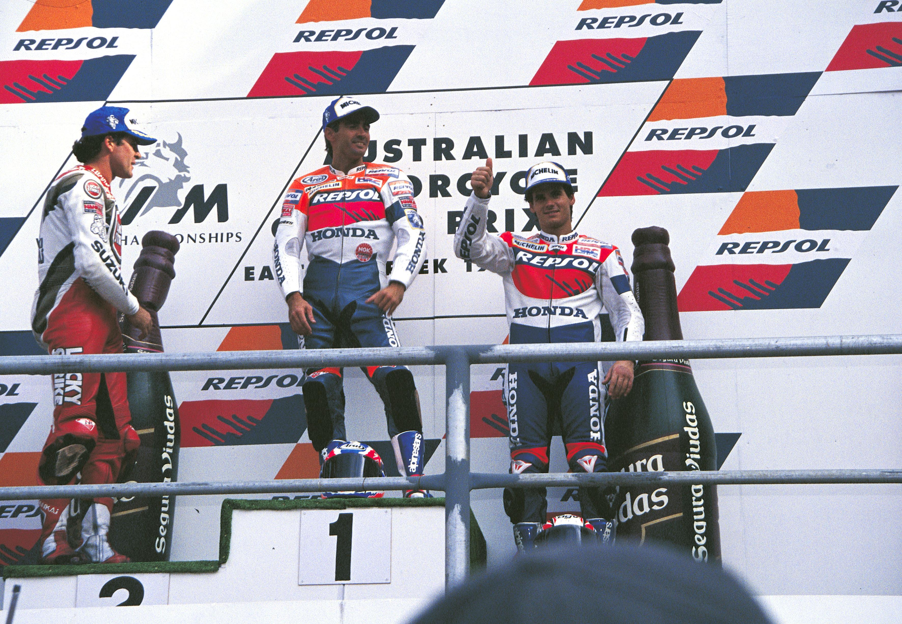 Doohan y Crivillé en el podio