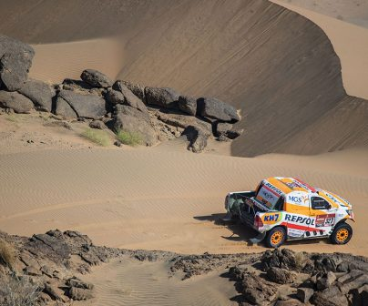 Isidre Esteve sobre arena en el Dakar 2021 día 4