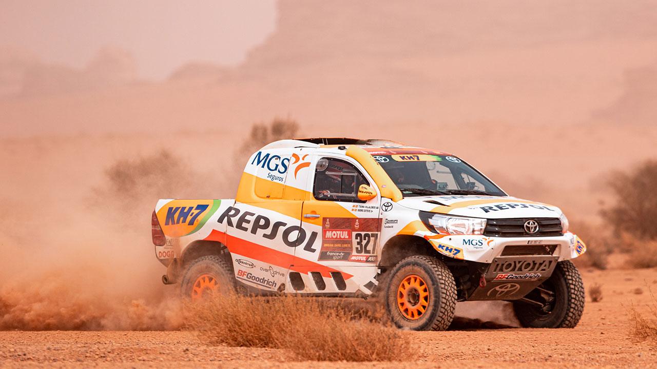 Isidre Esteve pilotando en una pista de arena en el Dakar 2021 día 10