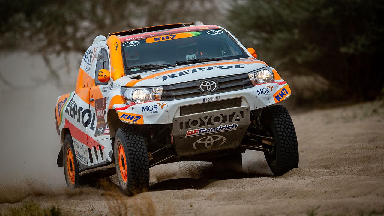 Isidre Esteve pilotando en una pista de arena en el Dakar 2021 día 11