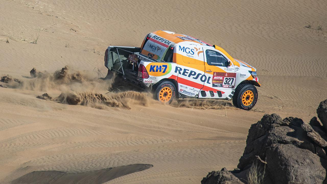 Isidre Esteve sobre arena en el Dakar 2021 día 2