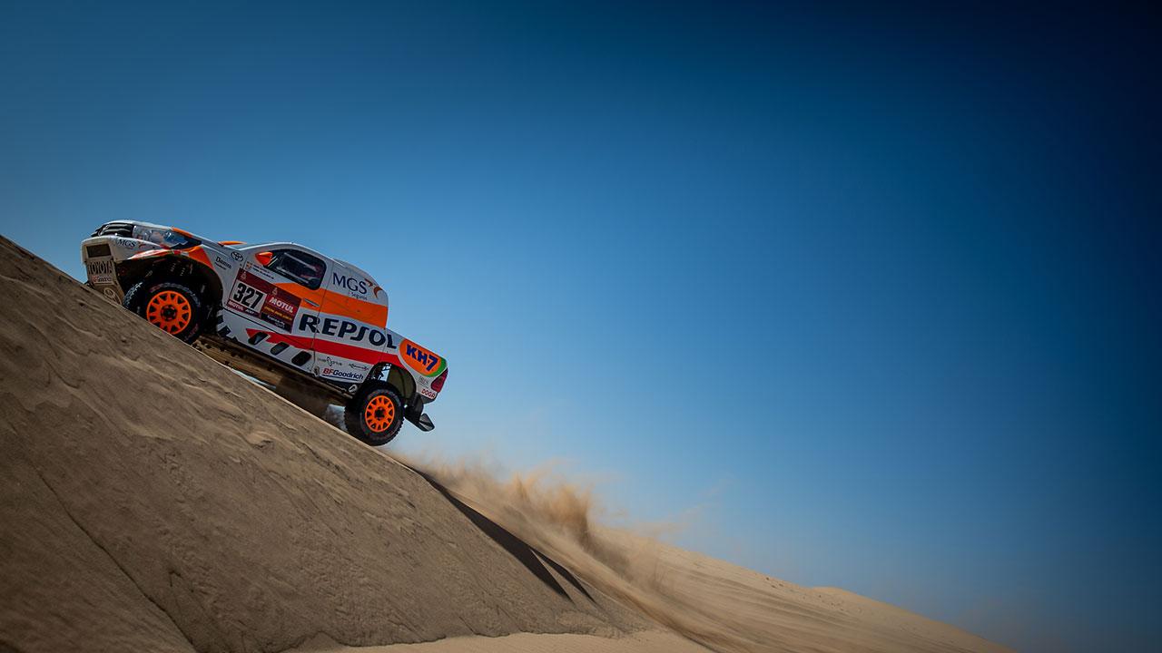 Isidre Esteve sorteando una duna en el Dakar 2021 día 2