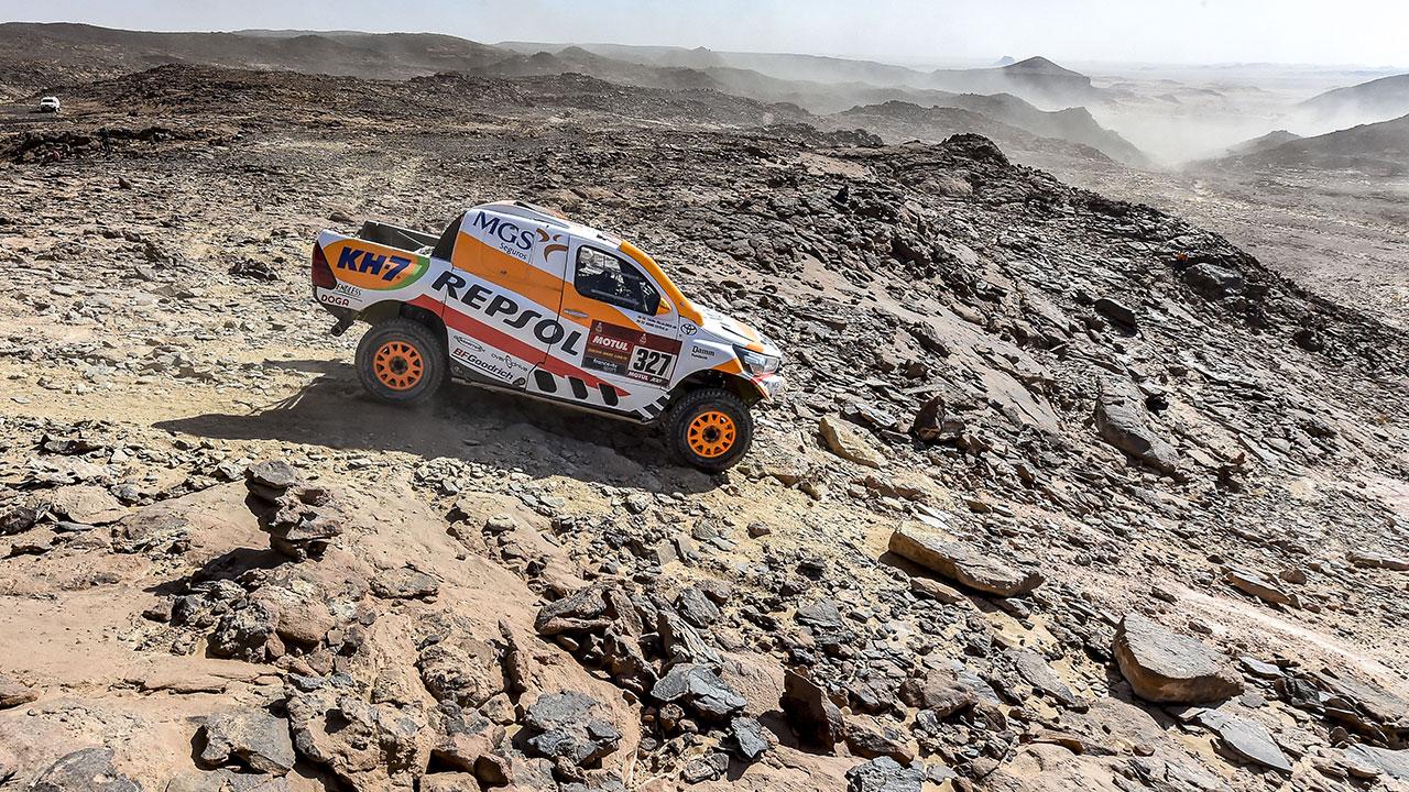 Isidre Esteve pilotando en una zona de rocas en el Dakar 2021 día 3