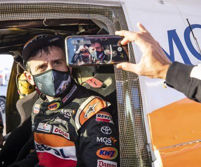 Isidre Esteve en su Toyota Hilux en el Dakar 2021 día 5