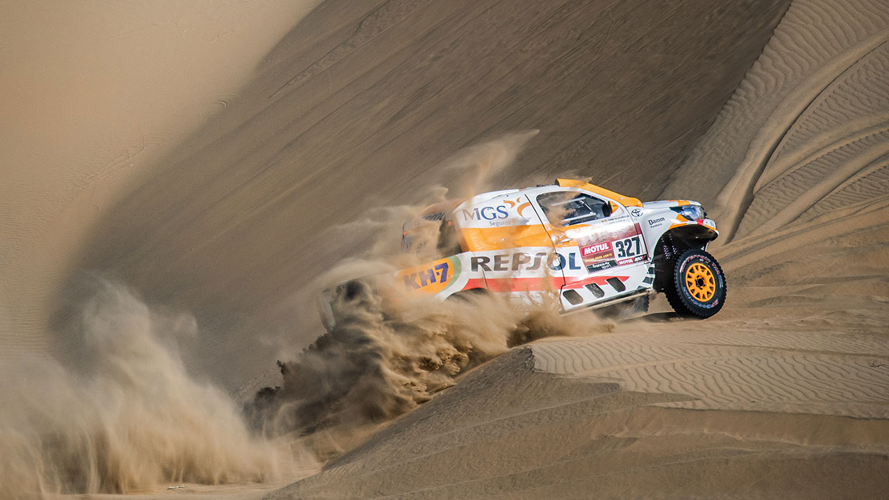 Isidre Esteve sorteando una duna en el Dakar 2021 día 5