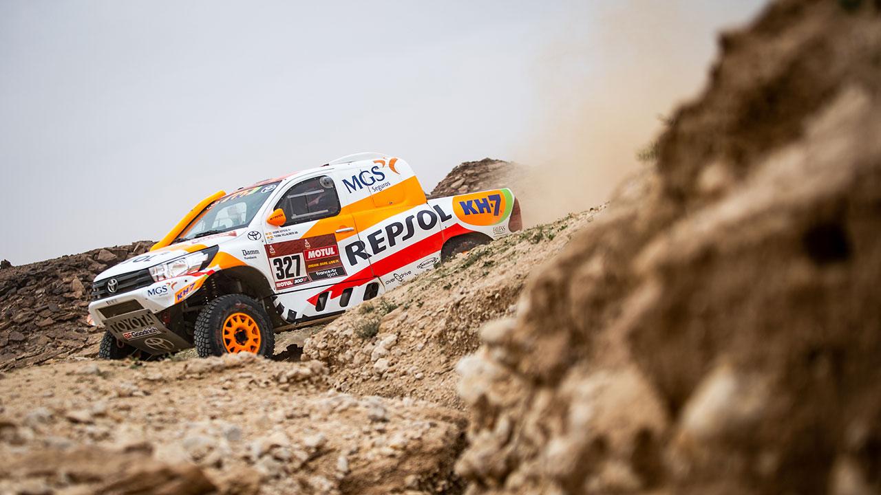 Isidre Esteve pilotando en una zona de rocas en el Dakar 2021 día 5