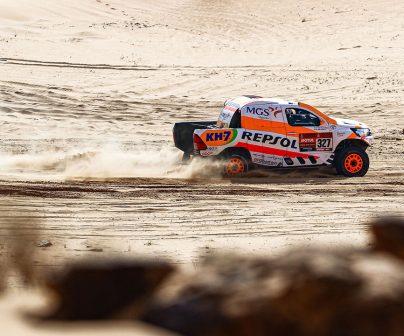 Isidre Esteve sobre arena en el Dakar 2021 día 8