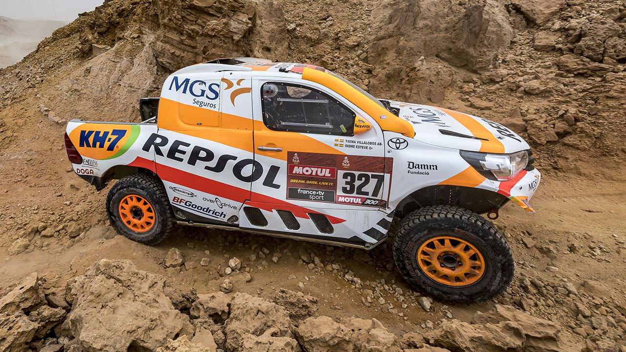 Isidre Esteve pilotando en una zona de rocas en el Dakar 2021 día 8