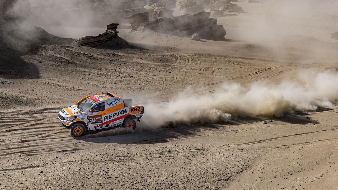 Isidre Esteve pilotando en una pista de arena en el Dakar 2021 día 9