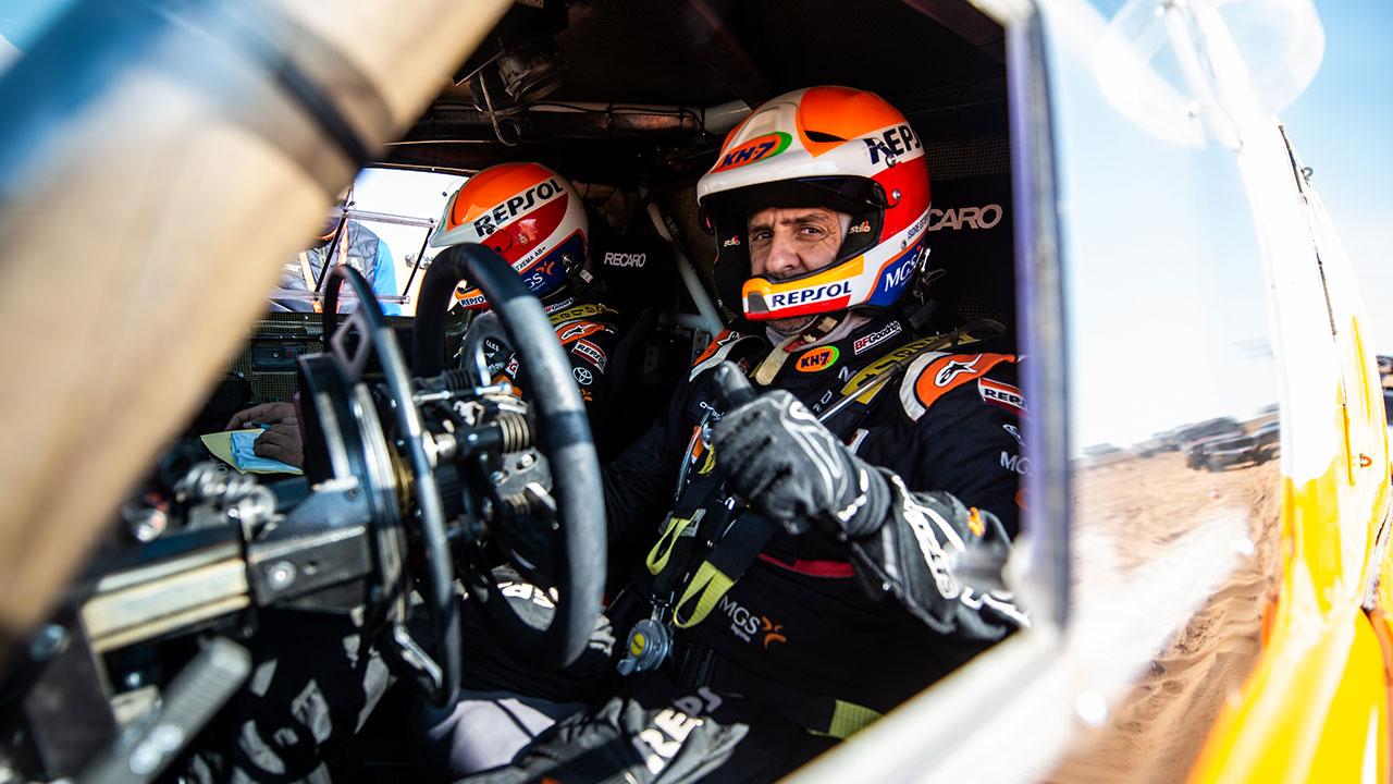 Isidre Esteve en su Toyota Hilux en el Dakar 2021 día 9