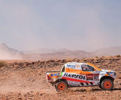 Isidre Esteve pilotando en una pista en el Dakar 2021 día 9