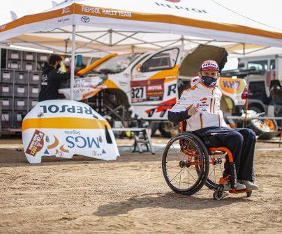 Isidre Esteve junto al motorhome en el Dakar 2021 día de descanso