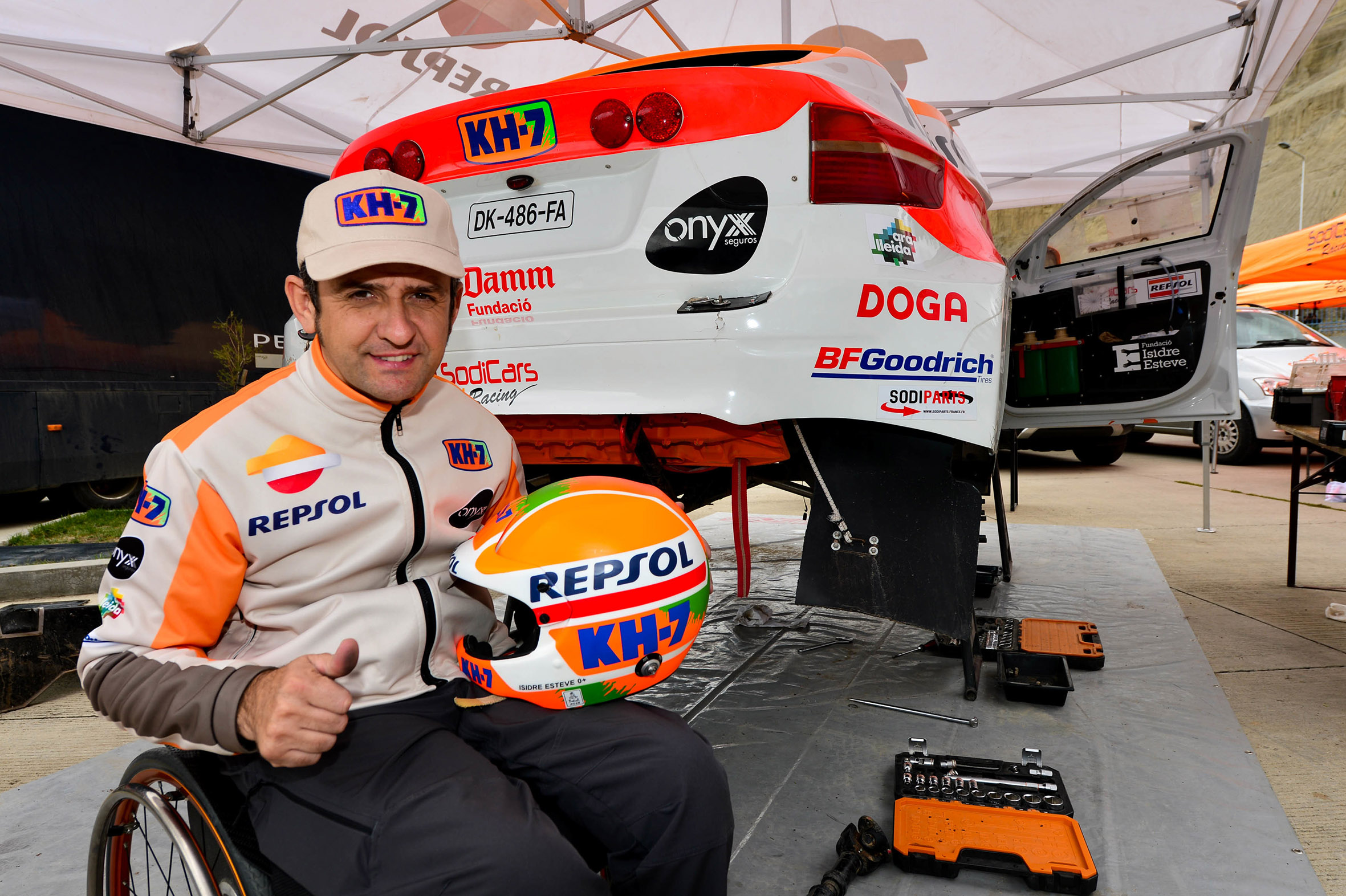 Isidre Esteve con su Sodicar BV6 en el Dakar 2018