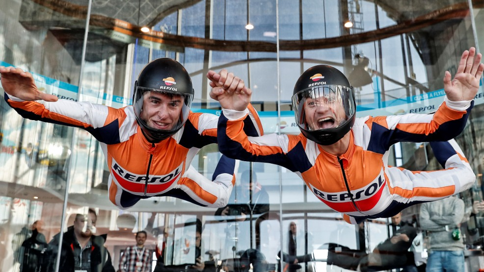 Dani Pedrosa y Marc Márquez en el túnel del viento