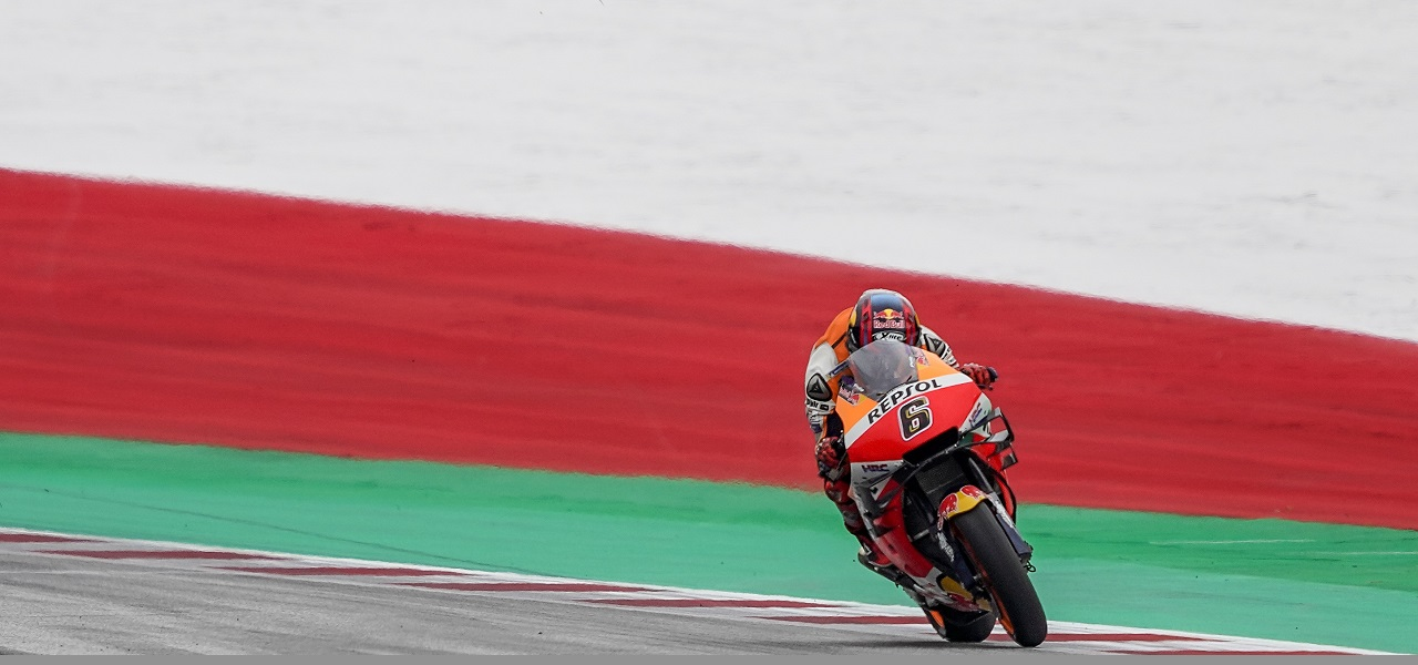 Rain cuts Márquez and Bradl track time by almost half