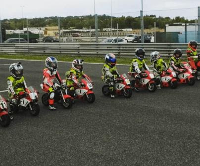 Jóvenes pilotos entrenan en Villarace