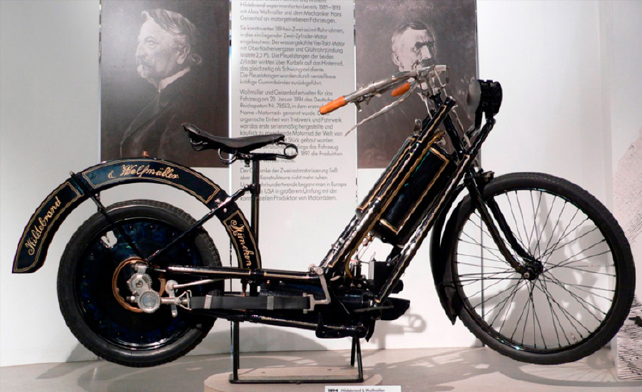 Hildebrand_and_Wolfmuller_1894_primera_moto_fabricada_en_serie