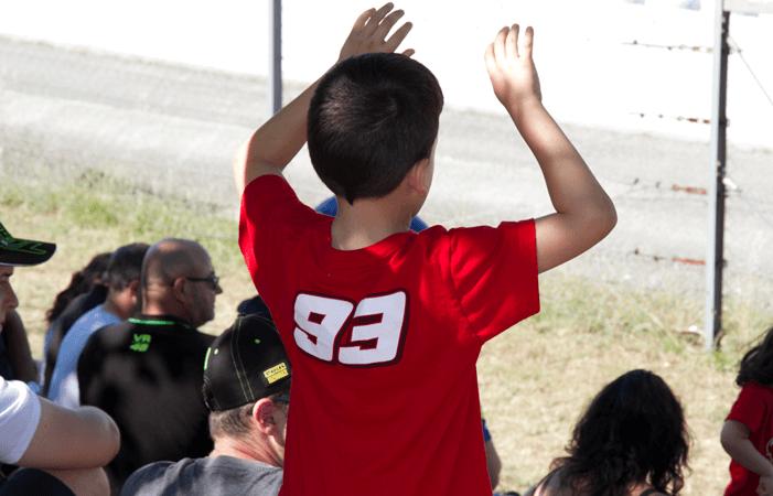 Niño disfrutando de su primer Gran Premio