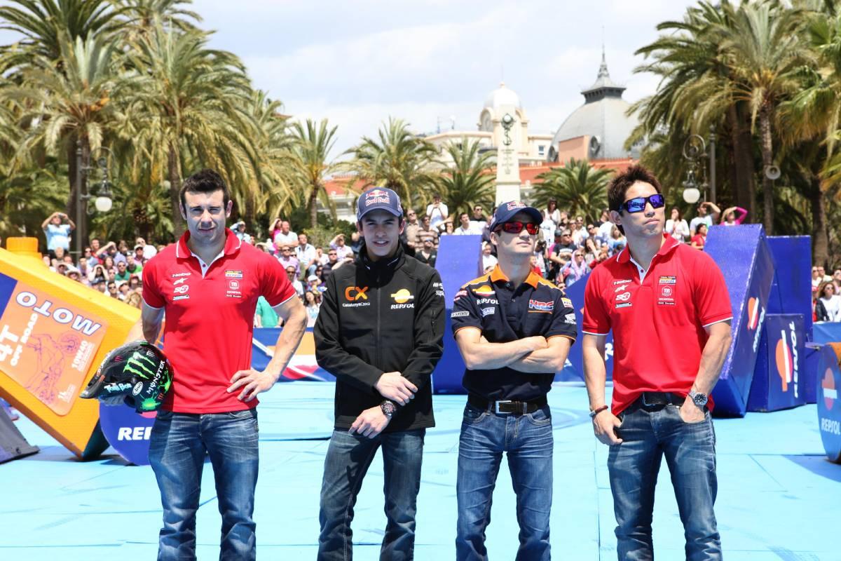 Pilotos Repsol Honda de MotoGP y Trial en un evento en refinería Repsol