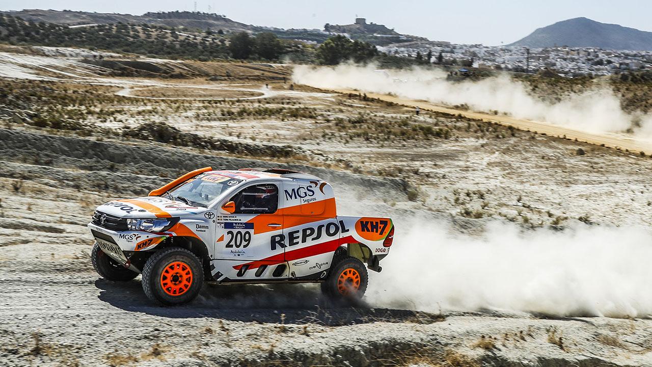 Isidre Esteve con su Toyota Hilux en el Andalucía Rally
