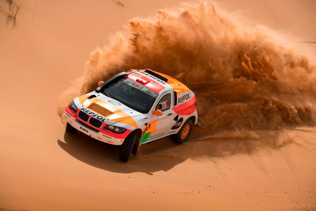 Coche Repsol Rally Team en dunas