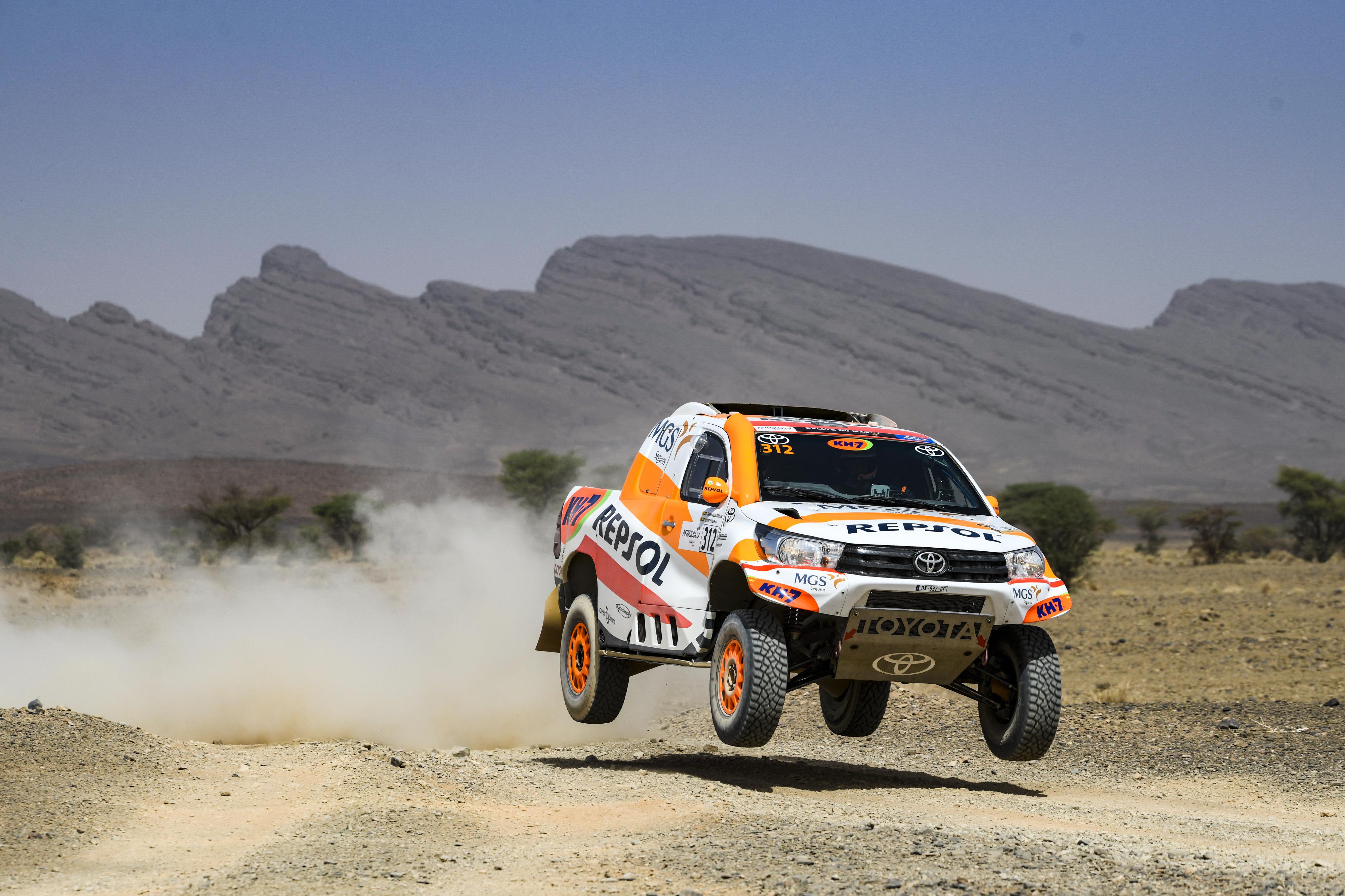 Isidre Esteve acaricia el top 10 de coches en un día exigente en el Rally de Marruecos