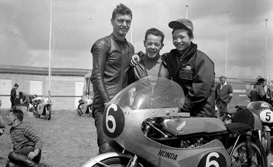 Jim Redman, Luigi Taveri y Kuninitsi Takahasi con la Honda de 1963