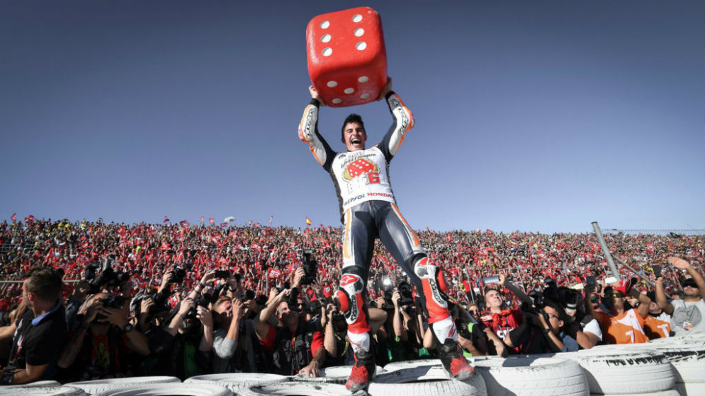 Victory for Pedrosa and title for Márquez