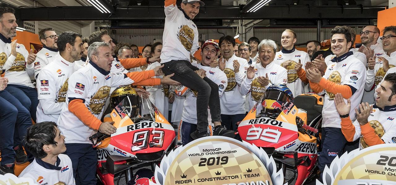 Victoria de Márquez y Triple Corona del Repsol Honda en el adiós de Lorenzo