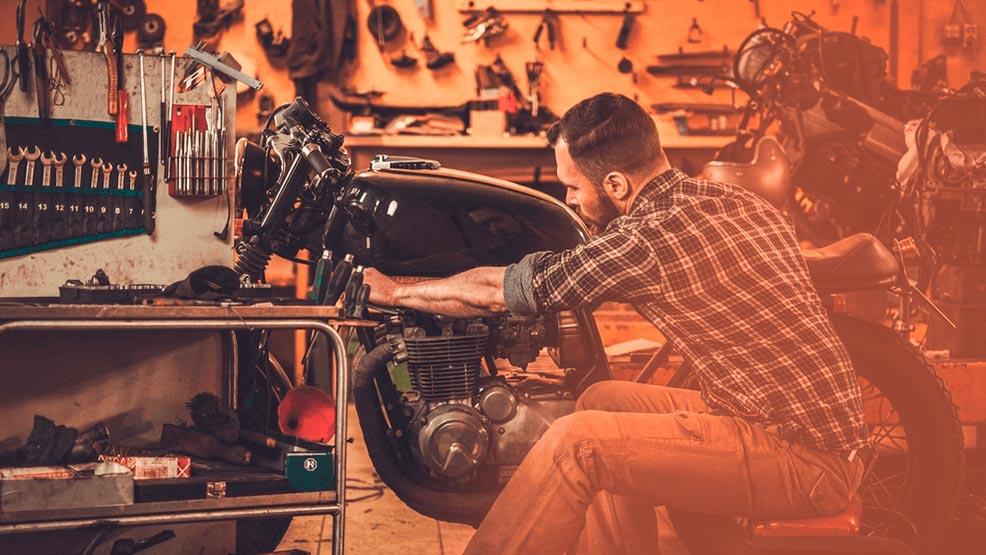 ¿Qué necesitas en tu garaje para trabajar en tu moto?
